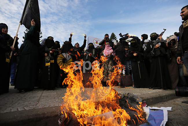 Palestinian women supporters of Islamic Jihad burn an Israeli flag and a U.S. flag during a protest against Trump's decision to recognize Jerusalem as the capital of Israel, in Gaza City December 11, 2017. Photo by Ashraf Amra