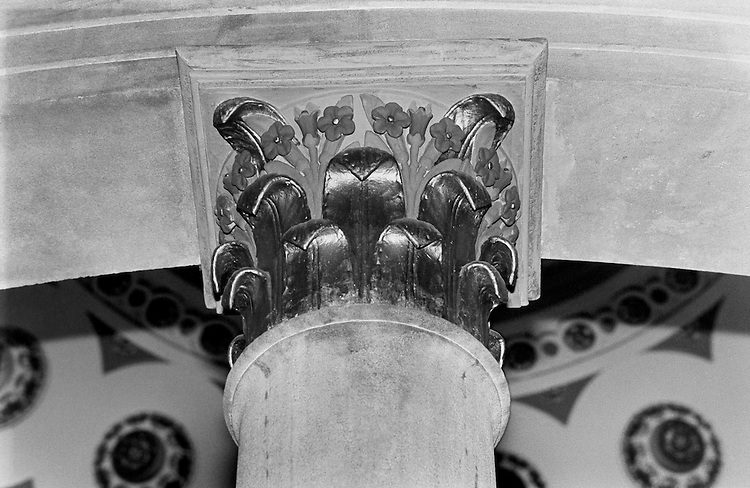 Little Senate Rotunda - tobacco leaf columns. April 3, 1991 (Photo by Laura Patterson/CQ Roll Call)