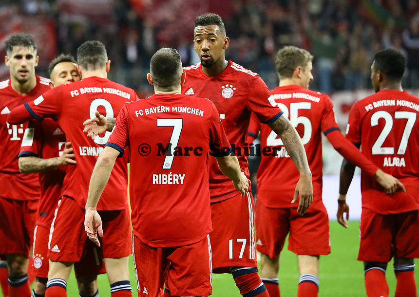 celebrate the goal, Torjubel zum 0:1 um Franck Ribery (FC Bayern Muenchen) mit Jerome Boateng (FC Bayern Muenchen)) - 22.12.2018: Eintracht Frankfurt vs. FC Bayern München, Commerzbank Arena, DISCLAIMER: DFL regulations prohibit any use of photographs as image sequences and/or quasi-video.