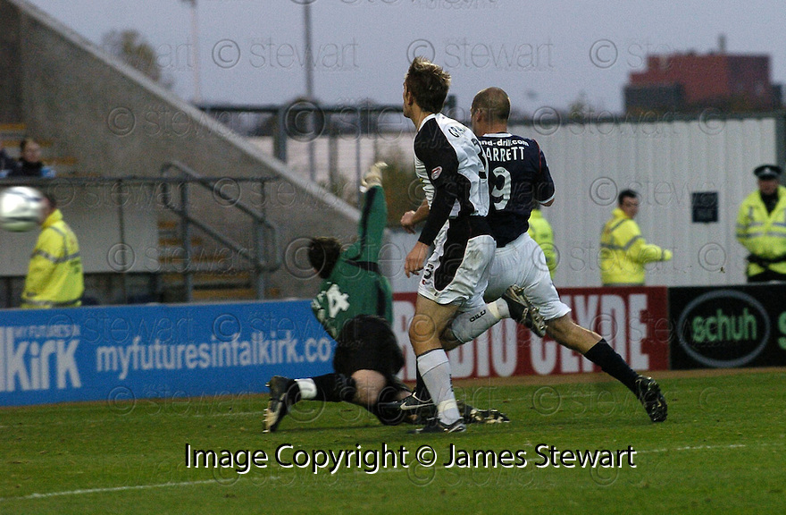 03/11/2007       Copyright Pic: James Stewart.File Name : sct_jspa07_falkirk_v_gretna.GRAHAM BARRETT SCORES FALKIRK'S SECOND.James Stewart Photo Agency 19 Carronlea Drive, Falkirk. FK2 8DN      Vat Reg No. 607 6932 25.Office     : +44 (0)1324 570906     .Mobile   : +44 (0)7721 416997.Fax         : +44 (0)1324 570906.E-mail  :  jim@jspa.co.uk.If you require further information then contact Jim Stewart on any of the numbers above........