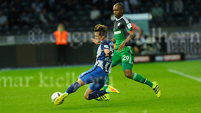 Sept.18-2016,Olympic Stadium,Berlin,Germany<br /> Bundesliga,Spieltag 03<br /> Hertha BSC vs FC Schalke 04  <br /> Valentin Stocker shoots,he scored the 2nd goal for Berlin,beats goalkeeper Ralf F&auml;hrmann