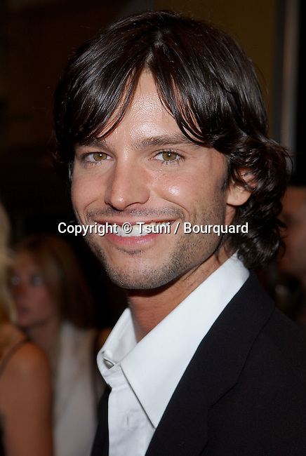 Jason Behr arriving at the Grudge Premiere at the Mann Village Theatre in Los Angeles. October 12, 2004.