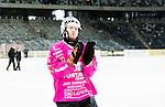 Stockholm 2015-03-14 Bandy Bronsmatch Hammarby IF - Villa Lidk&ouml;ping BK :  <br /> Hammarbys m&aring;lvakt Patrik Hedberg appl&aring;derar publiken efter matchen mellan Hammarby IF och Villa Lidk&ouml;ping BK <br /> (Foto: Kenta J&ouml;nsson) Nyckelord:  Tele2 Arena SM Brons Bronsmatch Tredjepris herr herrar Hammarby HIF Bajen Villa Lidk&ouml;ping VLBK portr&auml;tt portrait