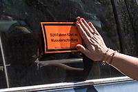 """Mitglieder des Jugendrats der """"Generationen Stiftung"""" protestierten am Dienstag den 18. Juni 2019 auf dem Berliner Kurfuerstendamm gegen SUV-Autos in den Innenstaedten.<br /> 18.6.2019, Berlin<br /> Copyright: Christian-Ditsch.de<br /> [Inhaltsveraendernde Manipulation des Fotos nur nach ausdruecklicher Genehmigung des Fotografen. Vereinbarungen ueber Abtretung von Persoenlichkeitsrechten/Model Release der abgebildeten Person/Personen liegen nicht vor. NO MODEL RELEASE! Nur fuer Redaktionelle Zwecke. Don't publish without copyright Christian-Ditsch.de, Veroeffentlichung nur mit Fotografennennung, sowie gegen Honorar, MwSt. und Beleg. Konto: I N G - D i B a, IBAN DE58500105175400192269, BIC INGDDEFFXXX, Kontakt: post@christian-ditsch.de<br /> Bei der Bearbeitung der Dateiinformationen darf die Urheberkennzeichnung in den EXIF- und  IPTC-Daten nicht entfernt werden, diese sind in digitalen Medien nach §95c UrhG rechtlich geschuetzt. Der Urhebervermerk wird gemaess §13 UrhG verlangt.]"""