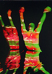 CRUCIBLE (création 1985 à l'American Dance Festival, Durham, NC)<br /> <br /> Chorégraphie, son, lumières : Alwin Nikolais<br /> Danseurs de la compagnie : Snezana Adjanski, Joseph (jo) Blake, Chia-Chi Chiang, Juan Carlos Claudio, Ai Fujii, Trey Gillen, Caine Keenan, Melissa McDonald, Brandin Scott Steffenssen, Liberty Valentine<br /> Compagnie : Ririe - Woodbury Dance Company<br /> Lieu : Théâtre de la Ville<br /> Ville : Paris<br /> Date : 23/03/2004