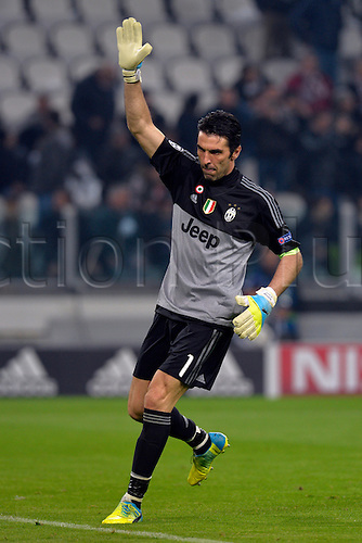 23.02.2016. Turin, Italy. UEFA Champions League football. Juventus versus Bayern Munich.  Gianluigi Buffon applauds his fans as he takes his position