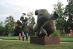 Nel parco della Reggia di Racconigi esposizione di Scultura internazionale, e serate di spettacoli organizzati dal Teatro Regio. Scultura di Igor Mitoraj.