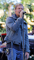 11 NOVEMBRE 2012 - LOS ANGELES - ETATS-UNIS -BRIAN LITTRELL EN REPETITION POUR LEUR PERFORMANCE LORS DE L'ILLUMINATION DE L' ARBRE DE NOEL DE THE GROVE (KDENA/NortePhoto)
