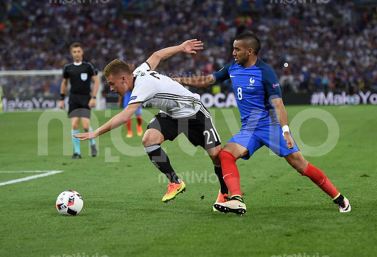 FUSSBALL EURO 2016 HALBFINALE IN MARSEILLE  Deutschland - Frankreich                 07.07.2016 Joshua Kimmich (li, Deutschland) gegen Dimitri Payet (re, Frankreich)