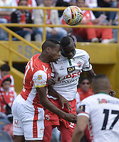 BOGOTÁ -COLOMBIA, 12-09-2015. Leyvin Balanta (Izq) de Independiente Santa Fe disputa el balón con Jesus Murillo (Der) jugador de Patriotas FC durante partido por la fecha 12 de la Liga Aguila II 2015 jugado en el estadio Nemesio Camacho El Campín de la ciudad de Bogotá./ Leyvin Balanta player (L) of Independiente Santa Fe fights for the ball with Jesus Murillo (R) player of Patriotas FC during the match for the 12th date of the Aguila League II 2015 played at Nemesio Camacho El Campin stadium in Bogotá city. Photo: VizzorImage/ Gabriel Aponte / Staff