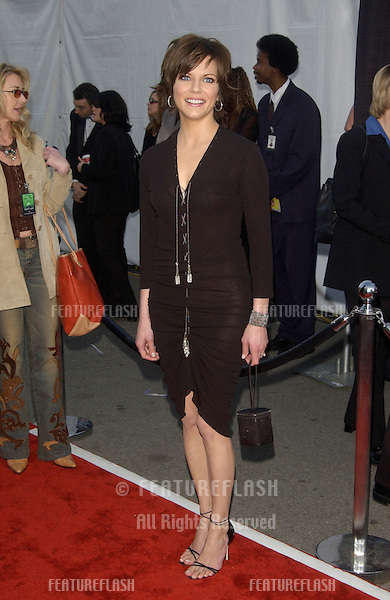 Singer MARTINA McBRIDE at the 30th Annual American Music Awards in Los Angeles..13JAN2003.  © Paul Smith / Featureflash