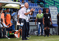 MONTERIA - COLOMBIA, 17-03-2019: Oscar Upegui técnico de Jaguares gesticula durante el partido por la fecha 10 de la Liga Águila I 2019 entre Jaguares de Córdoba F.C. y Alianza Petrolera jugado en el estadio Jaraguay de la ciudad de Montería. / Oscar Upegui coach of Jaguares gestures during match for the date 10 as part Aguila League I 2019 between Jaguares de Cordoba F.C. and Alianza Petrolera played at Jaraguay stadium in Monteria city. Photo: VizzorImage / Andres Felipe Lopez / Cont