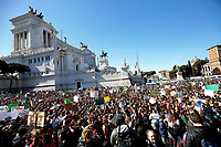 General view<br /> Rome March 15th 2019. Colosseo e Piazza Venezia. Fridays for Future Climate Strike in Rome, to answer the call of Greta Thunberg, the Swedish 15 year old who is cutting class to fight the climate crisis.<br /> Foto Samantha Zucchi Insidefoto