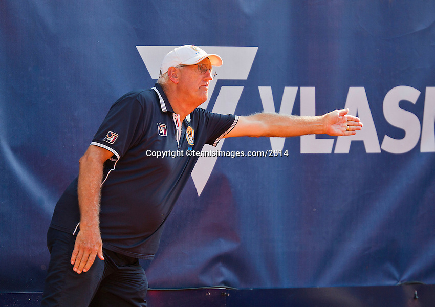September 03, 2014,Netherlands, Alphen aan den Rijn, TEAN International, Linesman<br /> Photo: Tennisimages/Henk Koster