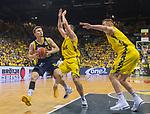02.06.2019, EWE Arena, Oldenburg, GER, easy Credit-BBL, Playoffs, HF Spiel 1, EWE Baskets Oldenburg vs ALBA Berlin, im Bild<br /> Martin HERMANNSON (ALBA Berlin #15 ) Karsten TADDA (EWE Baskets Oldenburg #9 ) <br /> <br /> Foto © nordphoto / Rojahn