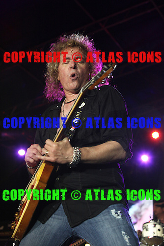 Y&T, LIVE, MONSTERS OF ROCK CRUISE, 2014, NEIL ZLOZOWER