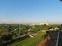 ATENÇÃO EDITOR: FOTO EMBARGADA PARA VEÍCULOS INTERNACIONAIS. - SÃO PAULO - SP -  07 DE DEZEMBRO 2012. CLIMA/TEMPO, céu limpo e previsão de muito calor para esta sexta feira(07). Praça do Por do Sol - Pinheiros - zona oeste. FOTO: MAURICIO CAMARGO / BRAZIL PHOTO PRESS.