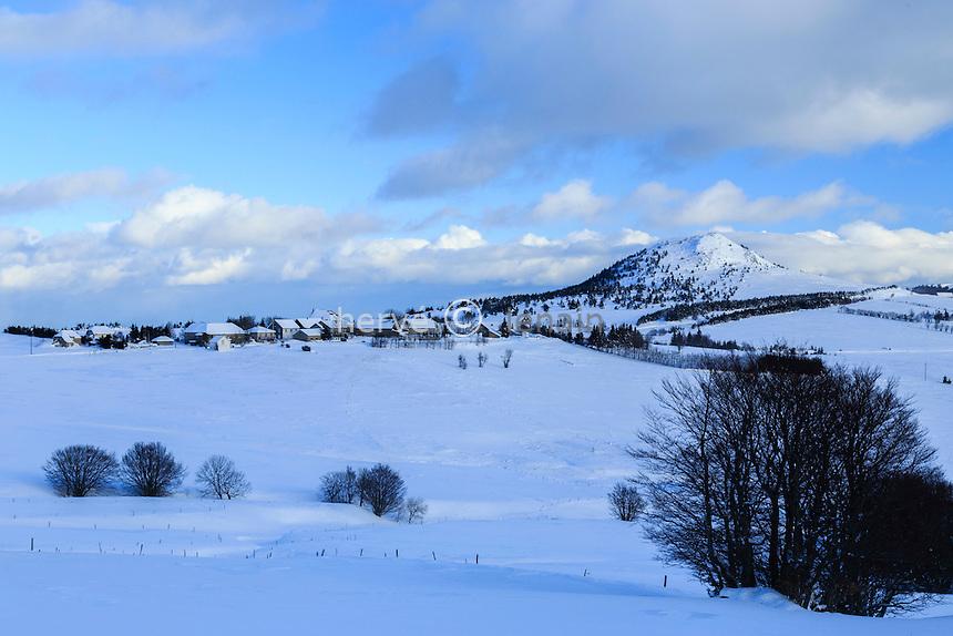 France, Ardèche (07), monts du Vivarais, Lachamp-Raphaël en hiver