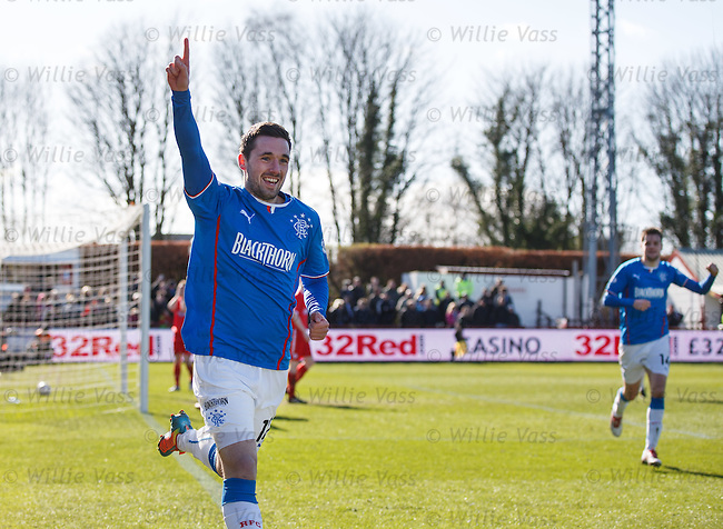 Nicky Clark celebrates his goal for Rangers