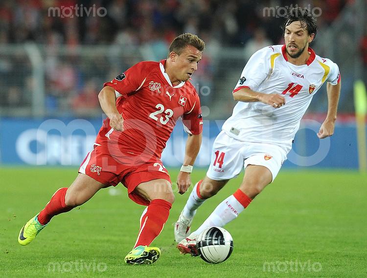FUSSBALL INTERNATIONAL  EM 2012-Qualifikation  Gruppe G   11.10.2011 Schweiz - Montenegro .Xherdan Shaqiri (links, Schweiz) gegen Dejan Damjanovic (rechs, Montenegro)