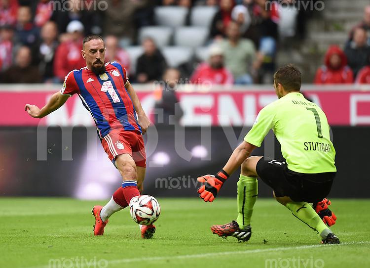Fussball  1. Bundesliga  Saison 2014/2015   3. SPIELTAG FC Bayern Muenchen - VfB Stuttgart       13.09.2014 Franck Ribery (li, FC Bayern Muenchen) gegen Torwart Sven Ulreich (VfB Stuttgart)