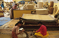 "Südasien Asien Indien IND .Verarbeitung von Kokosnüßen zu Kokosfasern Coir in den Backwaters von Kerala Herstellung von Fußmatten und Kokosteppichen Fußbodenbelag in einer Fabrik   -  Wirtschaft Frauen Arbeit Arbeiter Industrie Kokosindustrie nachwachsende Rohstoffe Faser fasern Faserrohstoffe Naturfaser Kokosnuß Nuss Kokosnüsse Kokos zur Gewinnung von Kokosfaser Coir Copra Kokosöl Kokospalme Natur Ökosystem Umwelt Inder indisch xagndaz | .South Asia India .processing of coconut for coir industry coconut fibre fo door mats or floor cover in the Backwaters of Kerala - industry renewable resource labour factory work worker women woman coir nature ecosystem environment indian  .| [ copyright (c) Joerg Boethling / agenda , Veroeffentlichung nur gegen Honorar und Belegexemplar an / publication only with royalties and copy to:  agenda PG   Rothestr. 66   Germany D-22765 Hamburg   ph. ++49 40 391 907 14   e-mail: boethling@agenda-fototext.de   www.agenda-fototext.de   Bank: Hamburger Sparkasse  BLZ 200 505 50  Kto. 1281 120 178   IBAN: DE96 2005 0550 1281 1201 78   BIC: ""HASPDEHH"" ,  WEITERE MOTIVE ZU DIESEM THEMA SIND VORHANDEN!! MORE PICTURES ON THIS SUBJECT AVAILABLE!! INDIA PHOTO ARCHIVE: http://www.visualindia.net ] [#0,26,121#]"