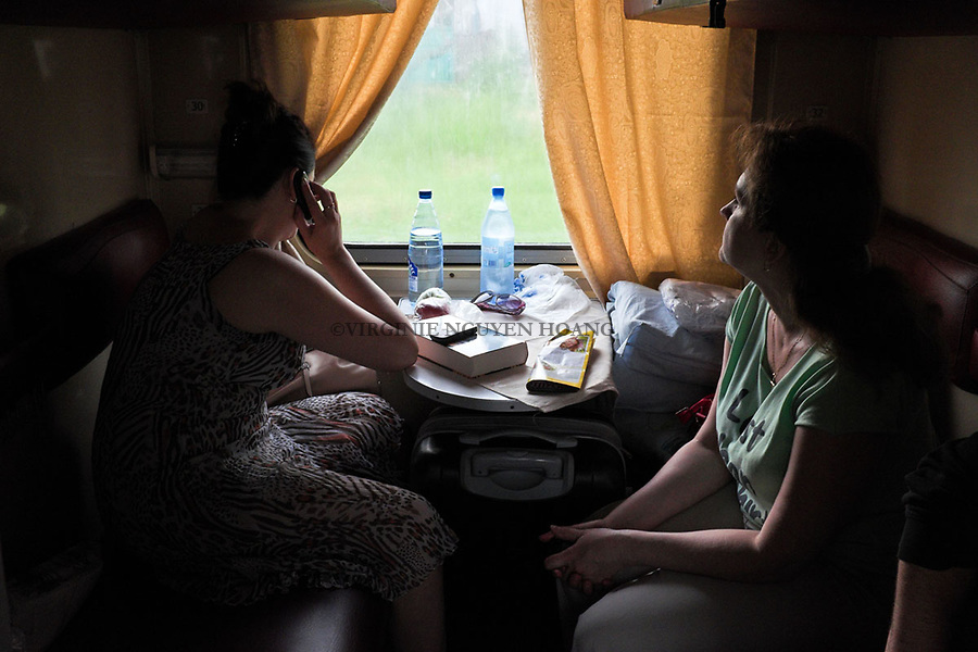 UKRAINE, Mariupol: Inside a daily train from Mariupol to Kiev.<br /> <br /> UKRAINE, Mariupol: A l'int&eacute;rieur du train quotidien entre Mariupol et Kiev.