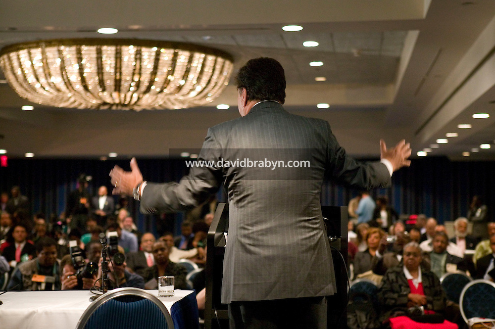 19 April 2007 - New York City, NY - New Mexico Governor and presidential hopeful Bill Richardson (C) speaks to attendants to the 9th annual National Action Network convention in New York City, USA, 19 April 2007.