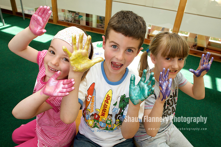 Pix: Shaun Flannery/sf-pictures.com..COPYRIGHT PICTURE>>SHAUN FLANNERY>01302-570814>>07778315553>>..26th May 2009............'hands in the community' youngsters at Sprotbrough Library. Pictured are Oliver Cawood, Lucy Cawood & Leah Shepard.