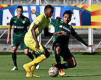 BOGOTA - COLOMBIA -05 -11-2016: Fabian Vargas (Der.) jugador de La Equidad disputa el balón con Nicolas Palacios (Der.) jugador de Atletico Bucaramanga, durante partido entre La Equidad y Atletico Bucaramanga, por la fecha 19 de la Liga Aguila II-2016, jugado en el estadio Metropolitano de Techo de la ciudad de Bogota. / Fabian Vargas (R) player of La Equidad vies for the ball with Nicolas Palacios (L) player of Atletico Bucaramanga, during a match La Equidad and Atletico Bucaramanga, for the  date 19 of the Liga Aguila II-2016 at the Metropolitano de Techo Stadium in Bogota city, Photo: VizzorImage  / Luis Ramirez / Staff.