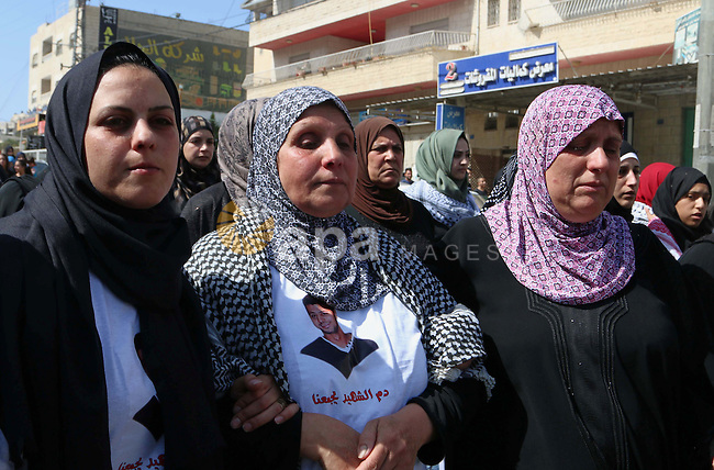 The Mother and Sister of the body of 27-year-old Moataz Zawahra, who was killed by Israeli security forces in the clashes with Palestinian protesters, mourn during his funeral in the West Bank city of Bethlehem October 14, 2015. Israel began setting up checkpoints in Palestinian areas of annexed east Jerusalem as it struggled to stop a wave of attacks that have raised fears of a full-scale uprising. Photo by Muhesen Amren