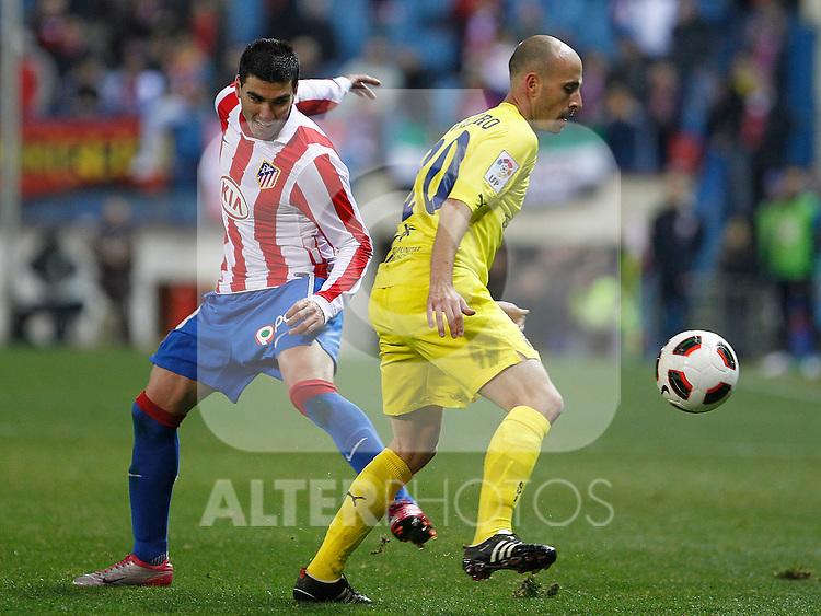 Villareal's Borja Valero (r) and Atletico de Madrid's Jose Antonio Reyes during La Liga match.March 5,2011. (ALTERPHOTOS/Acero)