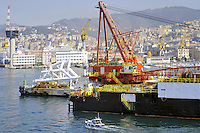 - porto di  Genova, attrezzature per la ricerca petrolifera....- Genoa port, equipments for oil exploration