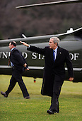Washington, DC - December 17, 2008 -- United States President George W. Bush waves after arriving on the South Lawn of the White House in Washington on December 17, 2008. President Bush visited the U.S. Army War College in Carlisle, Pennsylvania..Credit: Alexis C. Glenn - Pool via CNP