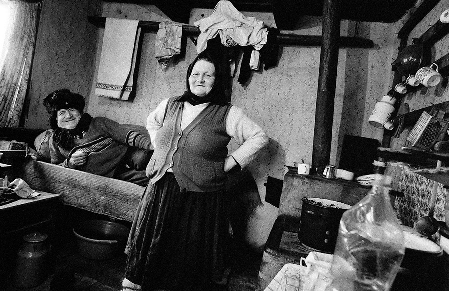 ROMANIA / Maramures / Valeni / March 2003..An old couple in their traditional wooden home. Maramures is famous for its folk wooden architecture...© Davin Ellicson / Anzenberger..
