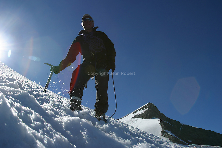 Montagnes du Valais. Balades entre les vallées de Saas Fee et de Zermatt. Suisse.