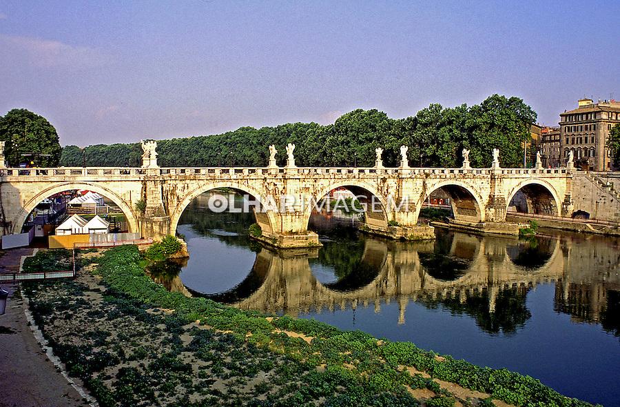 Ponte Santo Angelo e Rio Tevere em Roma. 1998. Foto de Juca Martins.