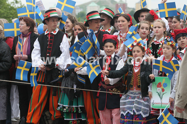 **ALL ROUND PICTURES FROM SOLARPIX.COM**.**SYNDICATION RIGHTS FOR UK AND SPAIN ONLY**.Princess Madeleine of Sweden opens the gates to the Stockholm Palace for the annual 'Open Palace' event, which allows public to visit the palace, as part of the celebrations of Swedish National Day. Stockholm, Sweden. 6 June 2009.This pic: Atmosphere..JOB REF: 9194 PRT (Berggren   DATE: 06_06_2009.**MUST CREDIT SOLARPIX.COM OR DOUBLE FEE WILL BE CHARGED**.**ONLINE USAGE FEE GBP 50.00 PER PICTURE - NOTIFICATION OF USAGE TO PHOTO @ SOLARPIX.COM**.**CALL SOLARPIX : +34 952 811 768 or LOW RATE FROM UK 0844 617 7637**