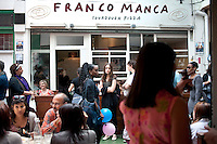 UK. London. 17th July 2010.Franco Manca, a pizza parlour in Brixton market..©Andrew Testa for the New York Times