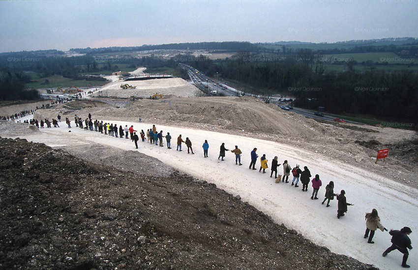 Protesters form an line along the road leading to the Cutting. Road Protest actions at Twyford Down, near the Donga pathways, outside Winchester, against the M3 road extension. 1992-94<br />