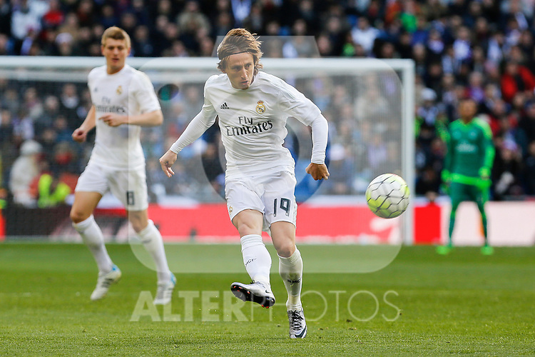 Real Madrid´s Luka Modric during 2015/16 La Liga match between Real Madrid and Atletico de Madrid at Santiago Bernabeu stadium in Madrid, Spain. February 27, 2016. (ALTERPHOTOS/Victor Blanco)