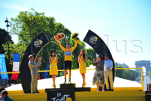 22.07.2012. Rambouillet to Paris, France.  Stage 20. Rambouillet - Paris, Team Sky 2012, Wiggins Bradley on the podium in Paris
