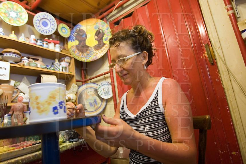 Interno del negozio di ceramiche La Margherita a Venezia.<br /> Interior of La Margherita ceramic shop in Venice.<br /> UPDATE IMAGES PRESS/Riccardo De Luca