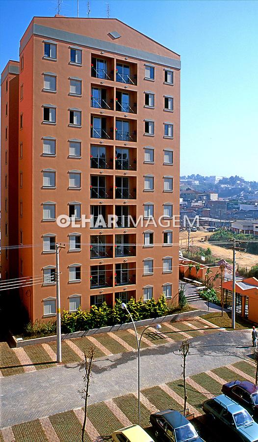 Edifício habitacional Plano 100 na Saúde. São Paulo. 1998. Foto de Juca Martins.