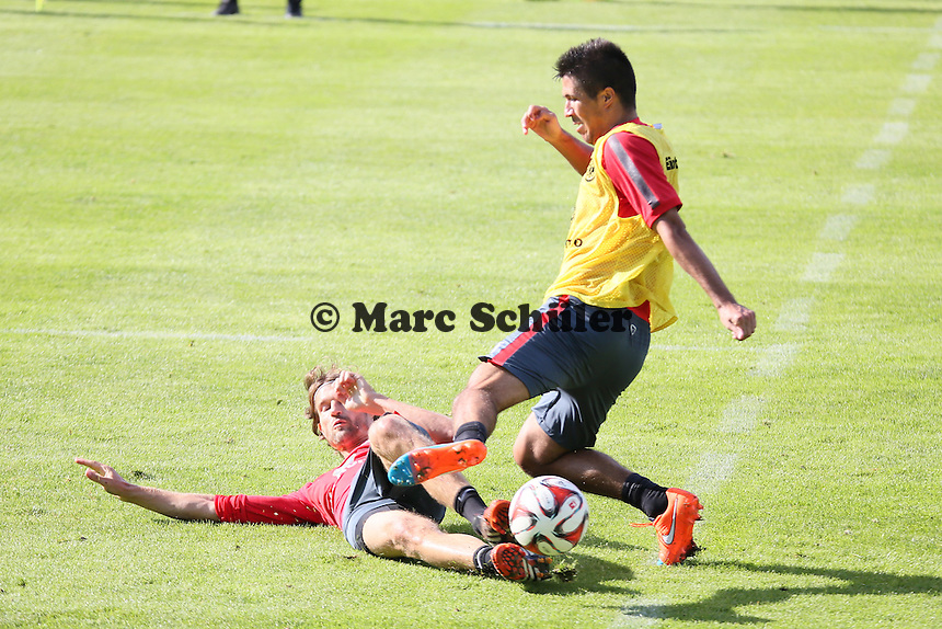 Slobodan Medojevic gegen Martin Lanig (Eintracht) - Eintracht Frankfurt Training, Commerzbank Arena