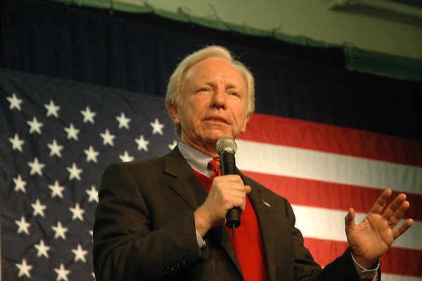 Joe Lieberman campaigning for John McCain  in Exeter NH 3.12.08