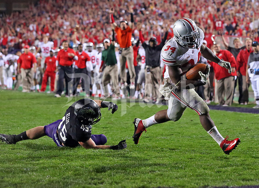 Ohio State Buckeyes running back Carlos Hyde (34) outruns Northwestern Wildcats cornerback Daniel Jones (15) for a touchdown in the fourth quarter of their game at Ryan Field in Evanston, IL on October 5, 2013. Columbus Dispatch photo by Brooke LaValley)