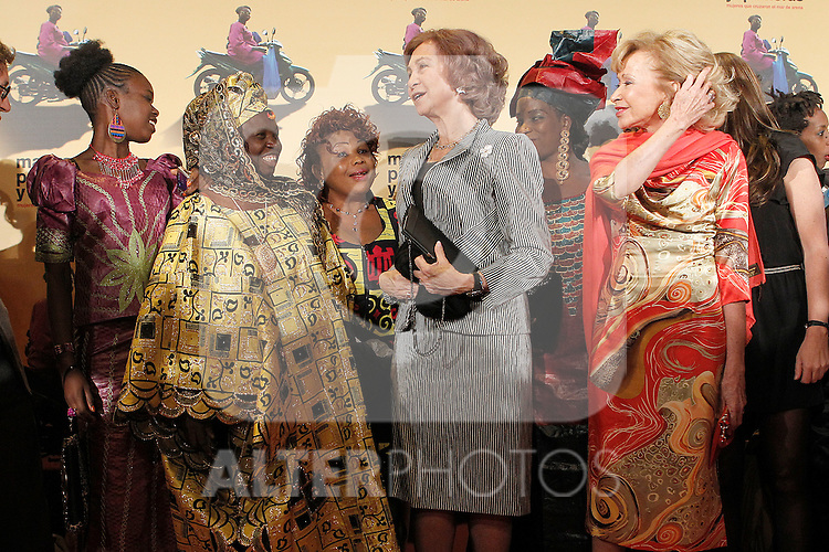 Queen Sofia of Spain and the President of Women for Africa Fundation Maria Teresa Fernandez de la Vega during the premiere of the documentary film about African women in Spain 'Manzanas, Pollos y Quimeras - Apples, Chicken and Chimeras' by Spanish director Ines Paris.October 29,2013. (ALTERPHOTOS/Acero)