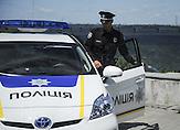 Seit dem 4. Juli 2015 sind in den Straßen Kiews etwa 2000 neue, äußerst fotogene Polizisten und Polizistinnen im Einsatz.