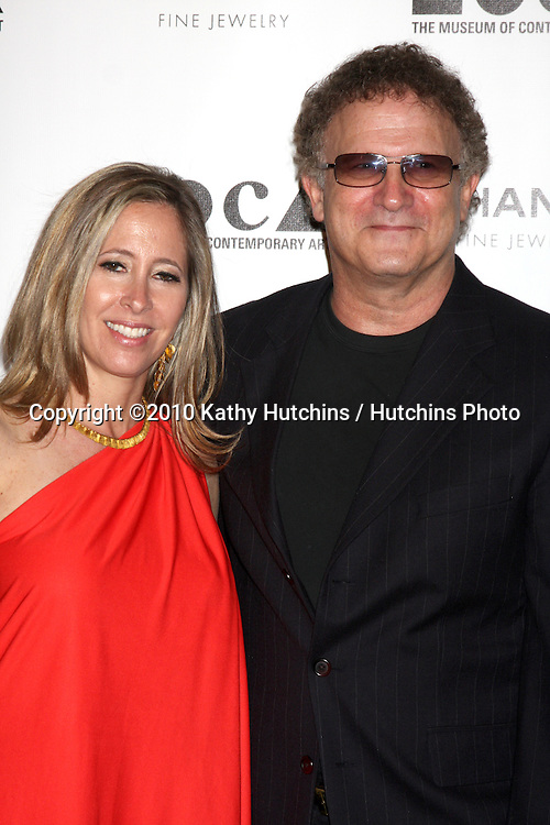 """LOS ANGELES - NOV 13:  Kimberly & Albert Brooks arrives at the MOCA's Annual Gala """"The Artist's Museum Happening"""" 2010 at Museum of Contemporary Art on November 13, 2010 in Los Angeles, CA"""